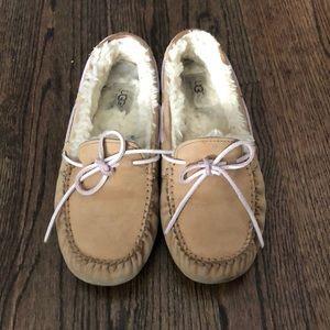 Tan ugg house shoe slipper